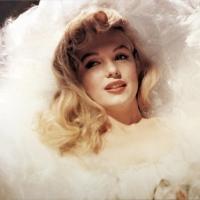 Мэрилин Монро- очень любила жизнь,но умерла молодой(Связь с Кеннеди-причина смерти?)